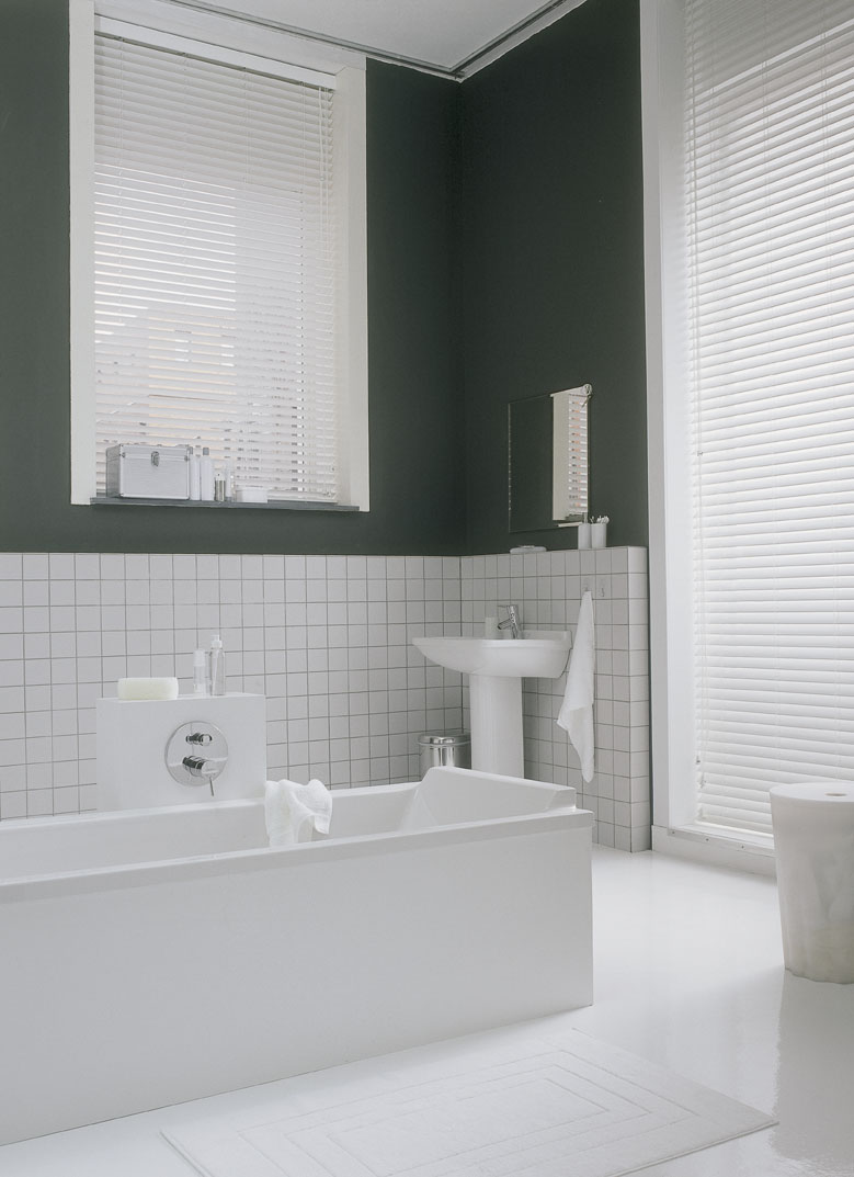 Black bathroom blinds - Which Blinds Are Best For Bathrooms