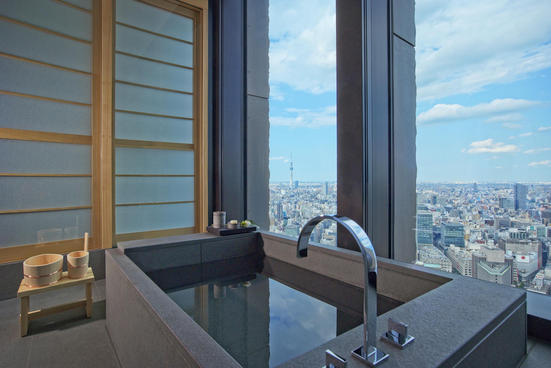 Aman Tokyo - Aman Suite Bathroom-resized